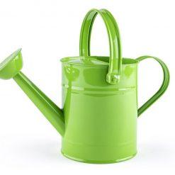 Zielona metalowa konewka