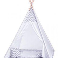 Namiot tipi z poduszkami