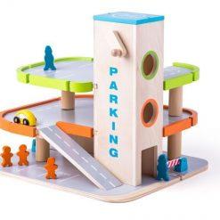 Drewniany parking i garaż z windą