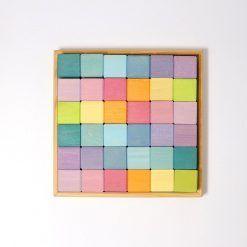 Kwadrat z 36 pastelowymi kostkami