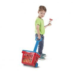 Koszyk marketowy z zakupami do zabawy w sklep