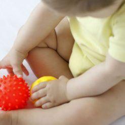 Piłeczka sensoryczna jeżyk różne kolory